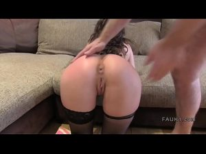 Image Babe in stockings gets anal casting
